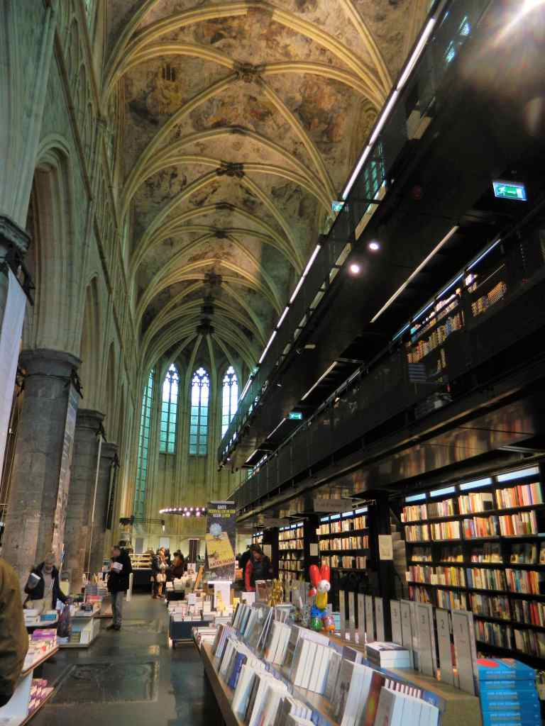 Bookstore 2-min